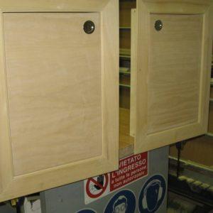 Telaio su misura con sportelli legno naturale