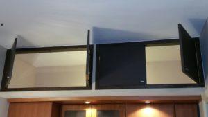 Telai con sportelli per soppalchi in laminato grigio e Armadio a muro con sportelli allestimento interno