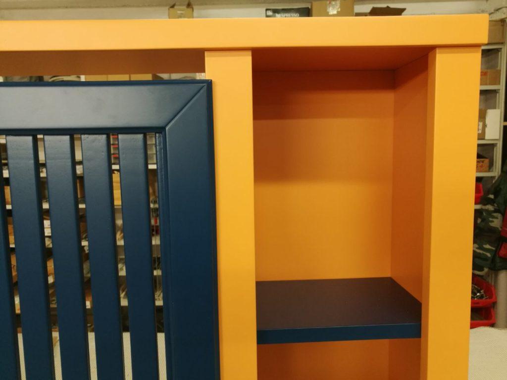 copritermosifone con librerie bicolore