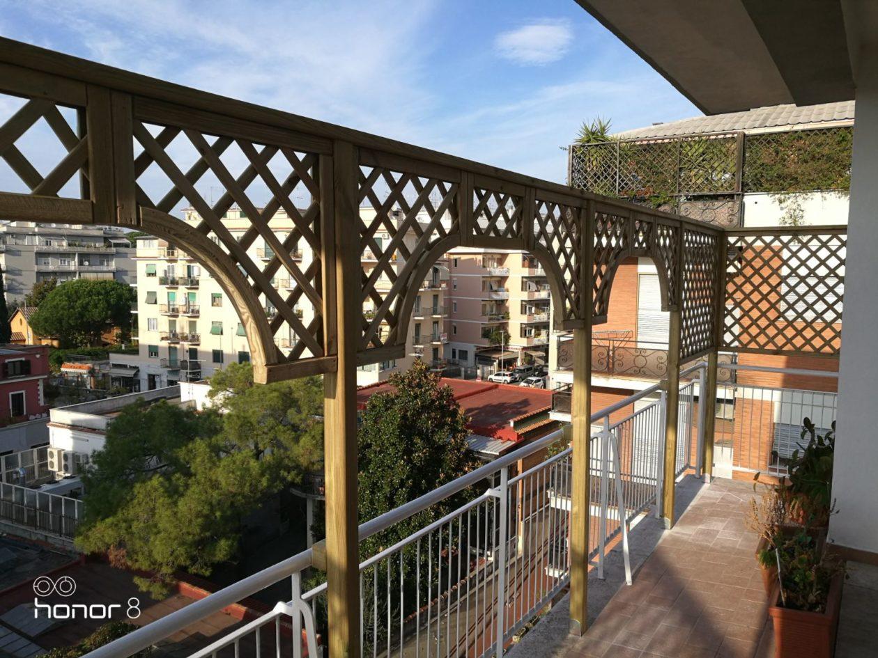 Grigliati in legno per balcone