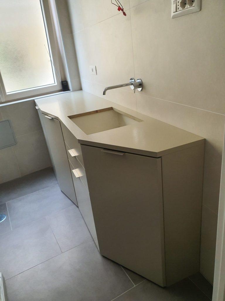 mobile bagno asimmetrico
